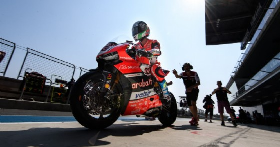 Marco Melandri esce dai box a Buriram (© Ducati)