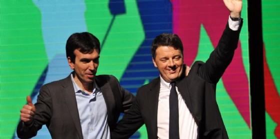Il ministro Maurizio Martina con Matteo Renzi al Lingotto. (© ANSA/ANTONINO DI MARCO)