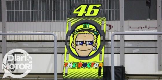 Il cartello ai pit di Valentino Rossi