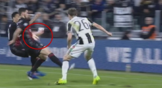 L'azione incriminata che ha portato alla concessione del rigore per la Juventus