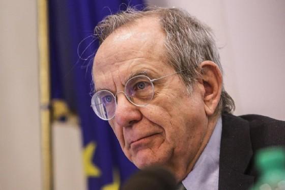 Il ministro dell'Economia, Pier Carlo Padoan, è intervenuto alla presentazione del rapporto annuale della Gdf. (© ANSA/GIUSEPPE LAMI)
