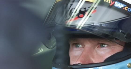 L'inconfondibile sguardo di ghiaccio di Mika Hakkinen nell'abitacolo (© McLaren)