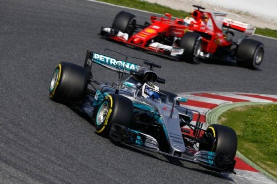 La Mercedes davanti alla Ferrari nei test di Barcellona