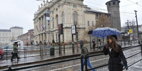 Le previsioni meteo a Torino indicano pioggia e freddo (© Ansa/Alessandro Di Marco)