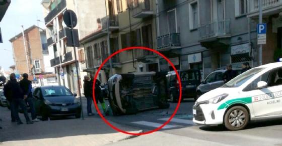 Incidente a Nichelino, si ribalta un'auto (© Diario di Torino)