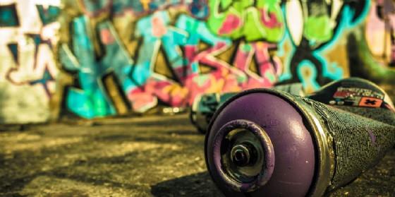 Graffitari in azione a Udine (© Adobe Stock)