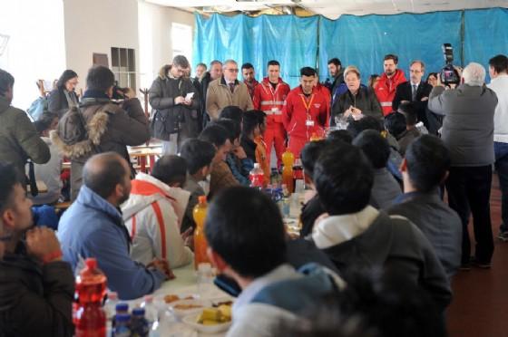 Alcuni dei migranti ospitati alla Cavarzerani (© Diario di Udine)