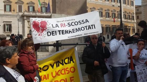 La protesta dei terremotati a Montecitorio.