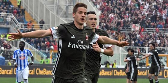 Pasalic esulta dopo aver segnato il gol de pareggio