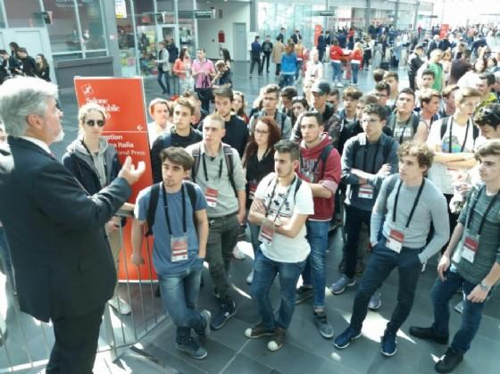 Cluster arredo al salone del mobile studenti friulani del for Cluster arredo fvg