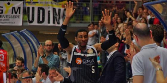 Okoye riceve gli applausi del palasport (© Diario di Udine)