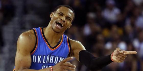 Westbrook ancora tripla doppia ma va ko