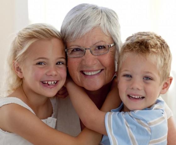 Bambini e nonni, in un libro come spiegare loro la malattia di Alzheimer (© wavebreakmedia | shutterstock.com)