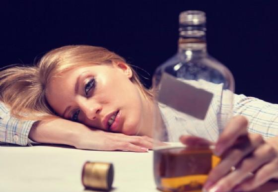Sempre più donne e giovani bevono