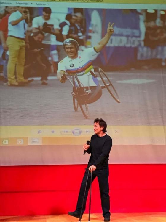 Alex Zanardi (Campione Formula 1 e olimpionico Paraciclismo) alla presentazione della Coppa del Mondo di Paraciclismo (© Regione Friuli Venezia Giulia)