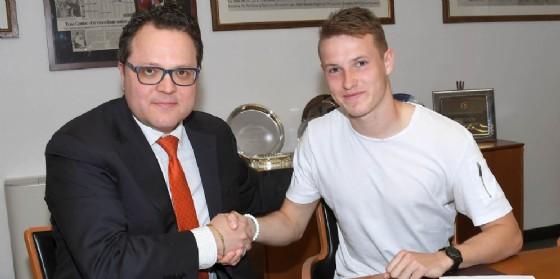 Jankto dopo la firma del contratto (© Petrussi)