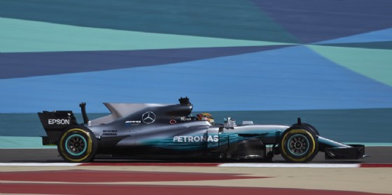 Lewis Hamilton in azione nelle prove libere a Sakhir