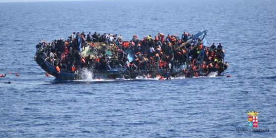 Gli sbarchi non si fermano: 700 migranti arrivati a Reggio Calabria (© ANSA)