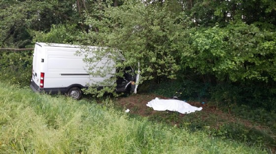 Il furgone coinvolto nell'incidente sulla A28 (© G.G.)