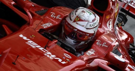 Antonio Giovinazzi al volante della SF70H nei test in Bahrein
