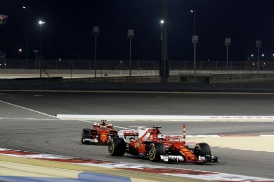 Raikkonen dietro al suo compagno di squadra Sebastian Vettel