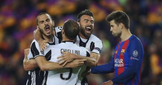 Da sinistra Leonardo Bonucci Giorgio Chiellini e Andrea Barzagli esultano al termine di Barcellona Juventus
