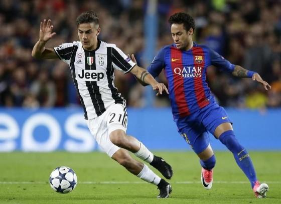 Dybala inseguito da Neymar