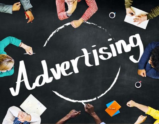 Mobile Advertising, come funziona la pubblcità su smartphone (© Shutterstock.com)