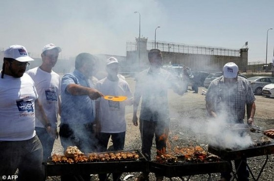 Israeli hardliners barbecue outside the Israeli-run Ofer military prison, in the occupied West Bank, on April 20, 2017, where Palestinian prisoners are on a hunger strike