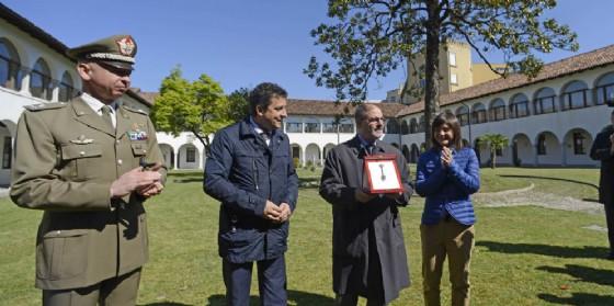 La cerimonia di consegna delle chiavi dell'ex caserma (© Regione Friuli Venezia Giulia)