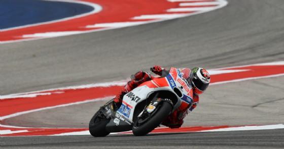 Jorge Lorenzo in azione sulla sua Ducati nelle prove libere ad Austin