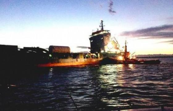 San Giorgio, nave mercantile carica di acciaio si arena in mare