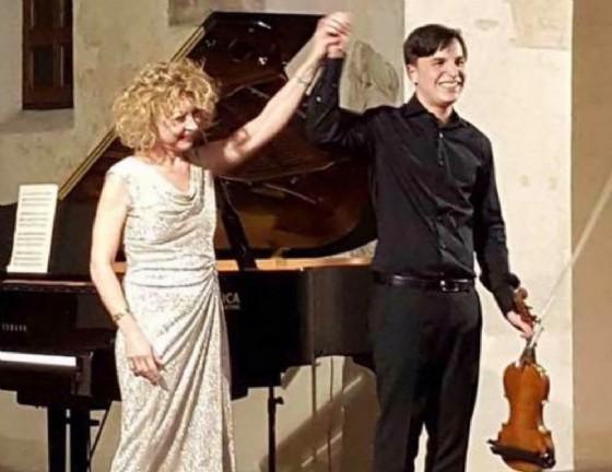 I musicisti Nicola di Benedetto e Stefania Mormone in concerto a Palazzo Ragazzoni (© Ensemble Serenissima)