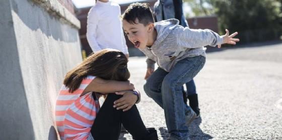 Bullismo e cyberbullismo, la percezione dei ragazzi e le azioni degli adulti (© Adobe Stock)
