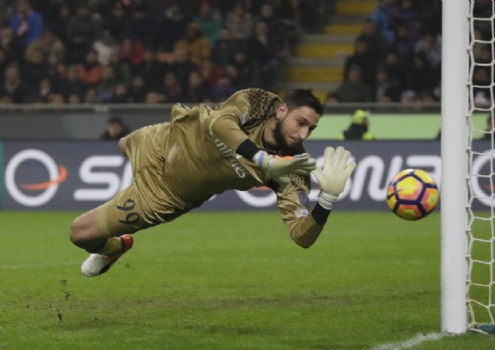 Caso Donnarumma, tensione col Milan: Raiola lo ha offerto all'Inter!