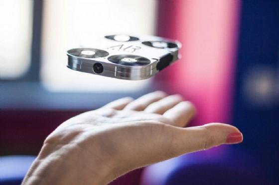 Cos'è AirSelfie, il minidrone italiano per selfie 'volanti'