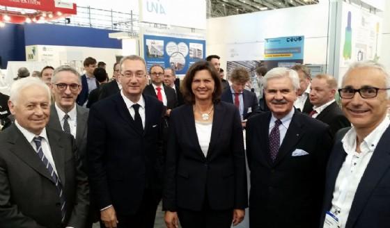 Sergio Bolzonello (Vicepresidente Regione FVG e assessore Attività produttive, Turismo e Cooperazione) e Ilse Aigner (Ministro Economia Baviera) alla Fiera della subfornitura