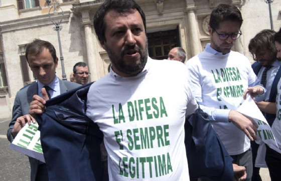 Salvini: pronti a referendum sulla legittima difesa