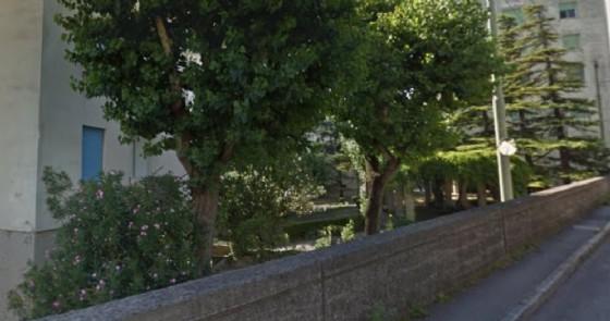Neonata abbandonata trovata nel giardino di una casa a Trieste