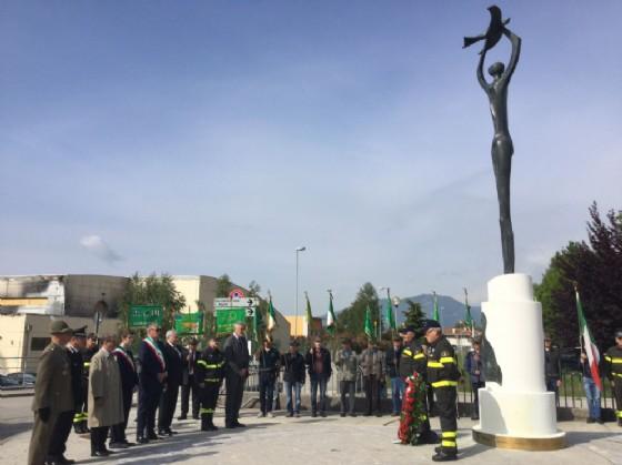 Cerimonia di commemorazione delle vittime del terremoto davanti al monumento di piazzale Chiavola a Gemona (© Foto Elisabetta Pozzetto)