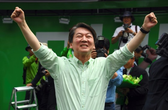 South Korean presidential candidate Ahn Cheol-Soo has been at 20 percent in the polls