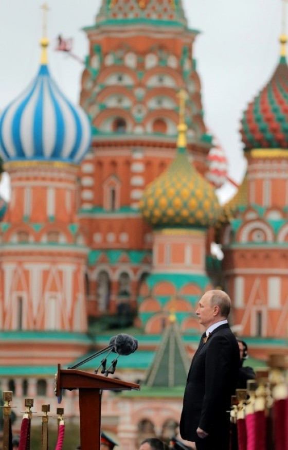 Presiding over the massive ceremony to mark Russia's victory in World War II, Vladimir Putin said Moscow would «always be on the side of the forces of peace»