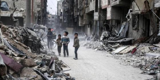 Da ieri Tabqa, strategico feudo dei jihadisti a cinquanta chilometri a ovest di Raqqa è caduta nelle mani delle forze di «Siria Democratica» (SDF) (© ANSA)