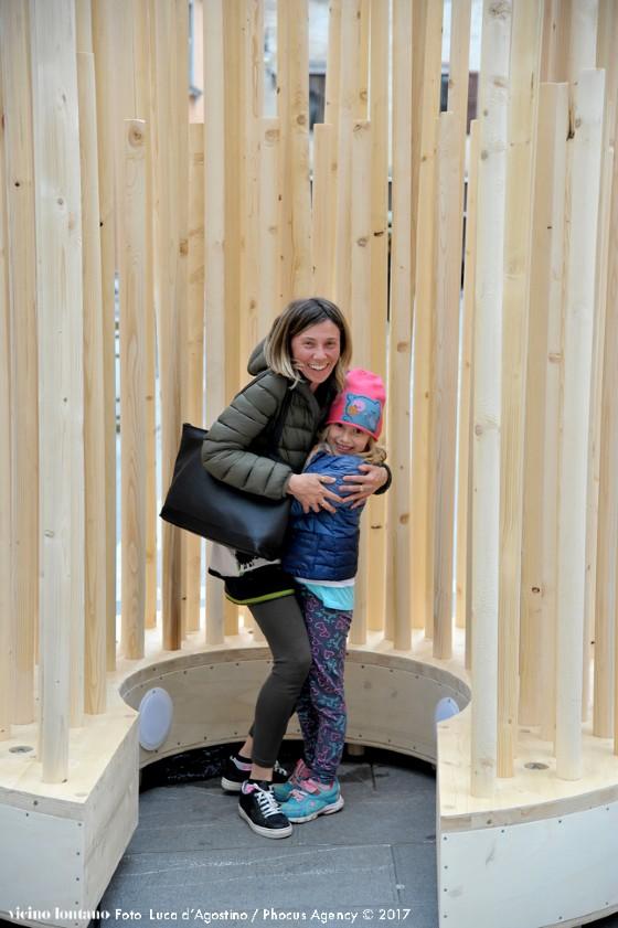 'Urban Hugs': abbracci per tutti nel cuore della città