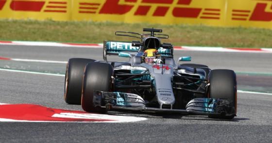 Lewis Hamilton in azione nelle prove libere di Barcellona (© Mercedes)