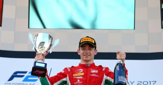 Charles Leclerc sul gradino più alto del podio a Barcellona