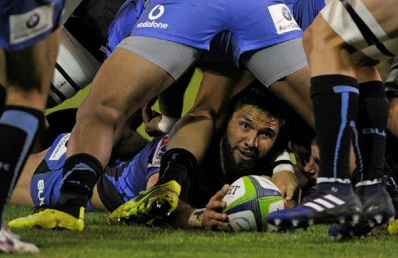 Australia's Western Force's centre Curtis Rona grabs the ball during their Super Rugby match against Argentina's Jaguares, at the Jose Amalfitani stadium in Buenos Aires, on May 13, 2017