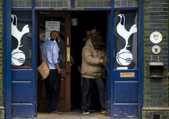 Tottenham fans visit a pub before the English Premier League match between Tottenham Hotspur and Arsenal at White Hart Lane in northeast London, on April 30, 2017
