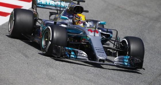 Lewis Hamilton in azione a Barcellona (© Mercedes)