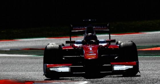 Charles Leclerc in azione in gara-2 a Barcellona